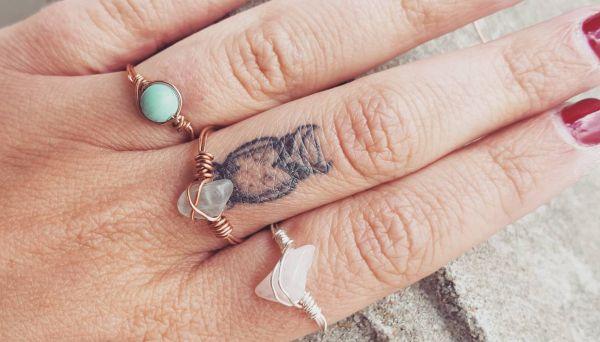 Eule Tattoo auf Finger für Frauen