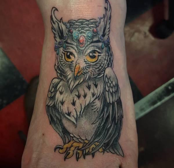 Eule Tattoo am fuß für Frau