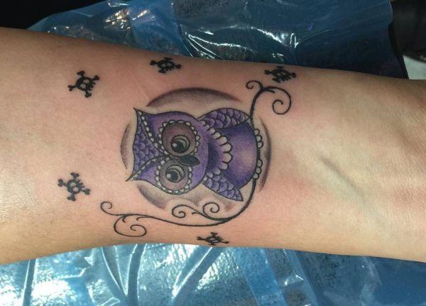 Eule Tattoo süß mit Totenkopf