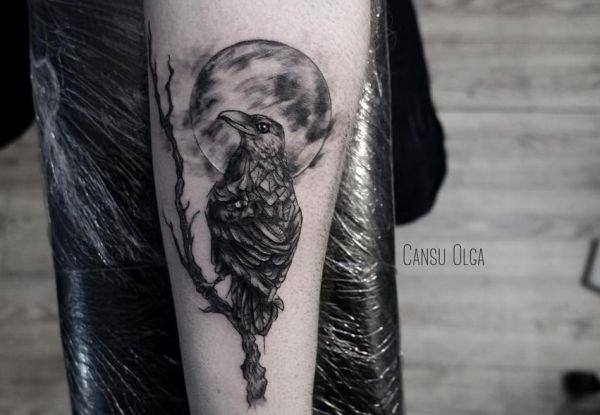 Baum mit Rabe Tattoo Unterarm Innerseite