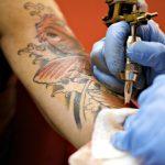 Ist es wirklich wahr das Tattoos sehr weh tun? Wie verhindere ich, den Schmerz einer neuen Tätowierung?