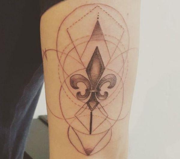 geometrisch Fleur-de-lis Tattoo Design