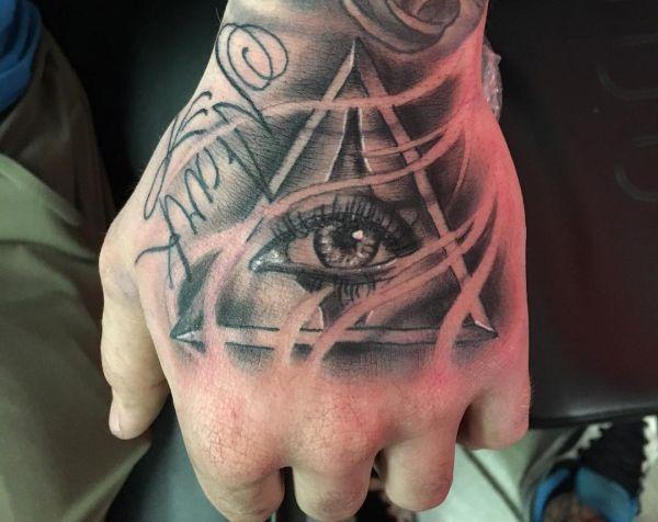 Auge von Providence Tattoo auf Hand