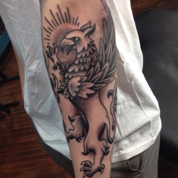 Greif Tattoo Design auf dem Arm