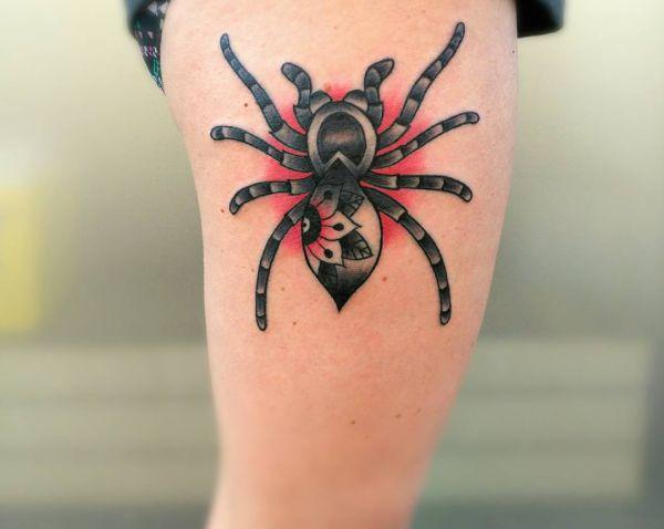 Spinne Design am Oberschenkel