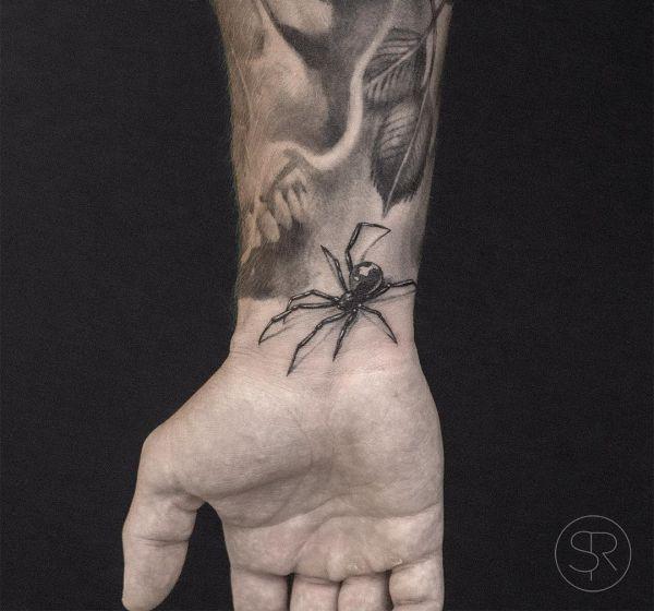 Realistisch Spinne Design am Handgelenk