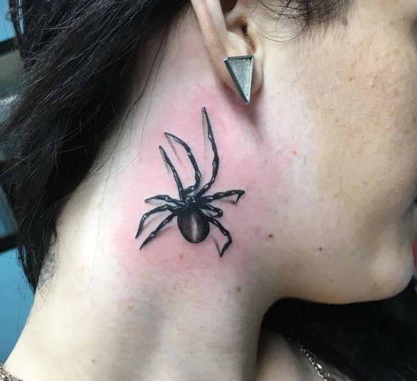 3D Spinne Tattoo um den Hals für Frauen
