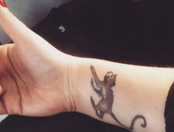Affe Design am Handgelenk für Frauen