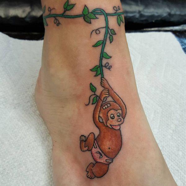 Baby Affe im Dschungel Design am Fuß