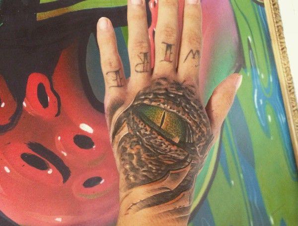 19 krokodile tattoo designs bilder und bedeutung. Black Bedroom Furniture Sets. Home Design Ideas