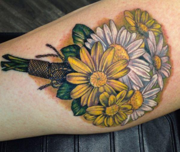 Tattoo Blumenstrauß Gänseblümchen Gelb und Weiß