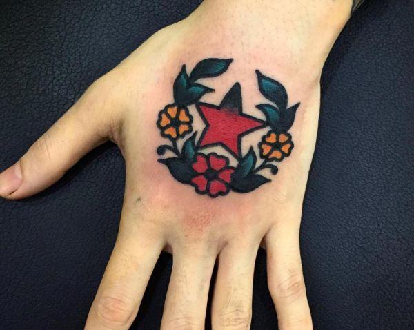 Stern mit Blumen Design auf der Hand