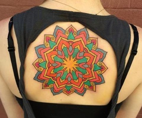 Bunte Mandala Stern Tattoo Design am Rücken