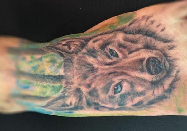 Wolf Design am Fuß