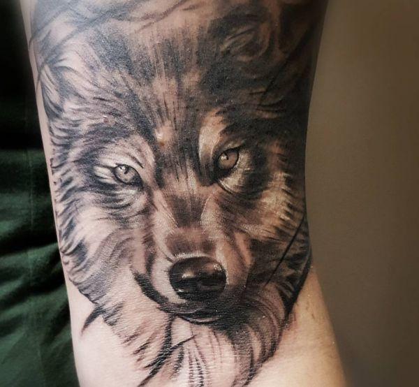 Wolf Design Realistisch auf dem Arm