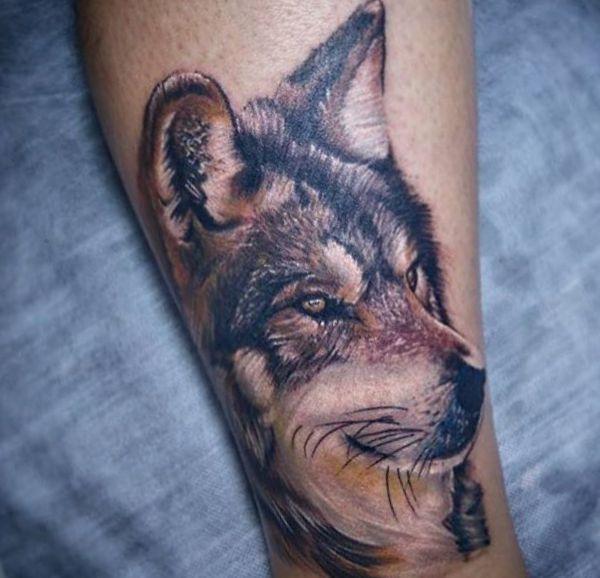 Wolf Design Realistisch am Unterschenkel