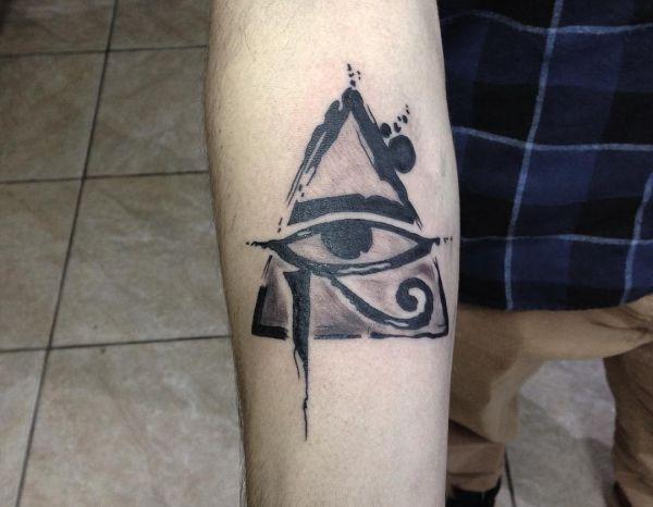 Auge von Horus Tattoo am Unterarm