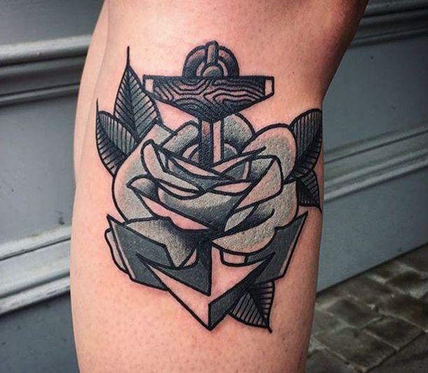 Anker mit Rose auf Unterschenkel