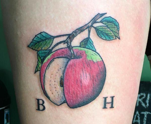 Apfel Tattoo Design mit Initialen