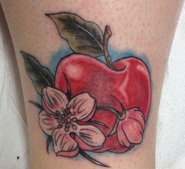 Apfel mit Blumen Design am Unterschenkel