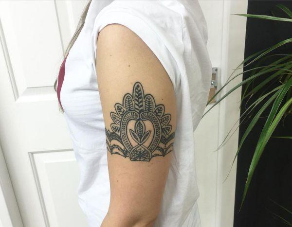 Die Schönsten Armband Tattoos Für Frauen