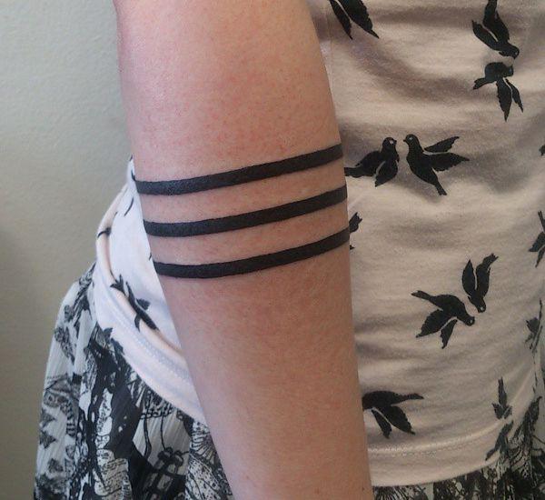 Armband Tattoos am Unterarm