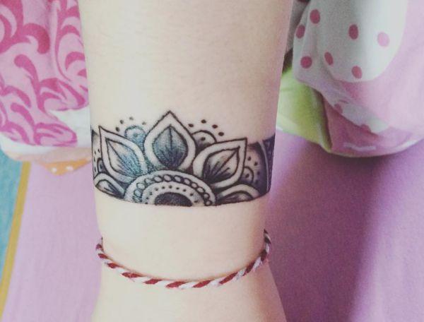 Blumen Armband Tattoos für Frauen
