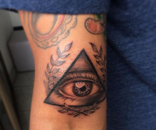 Auge von Providence Tattoo auf dem Arm