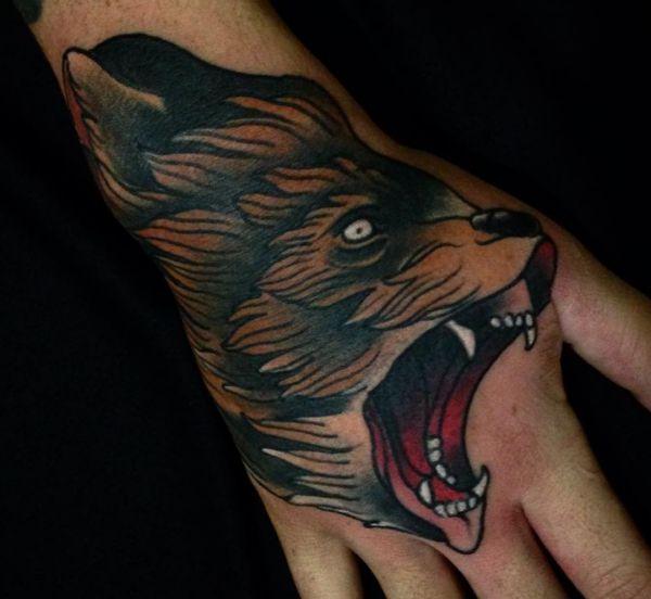 Bär Tattoo Design auf Hand