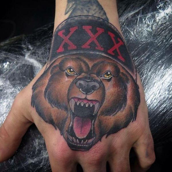 Bär Design auf Hand