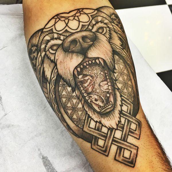 Abstract Bär Geometrisch Design auf dem Arm