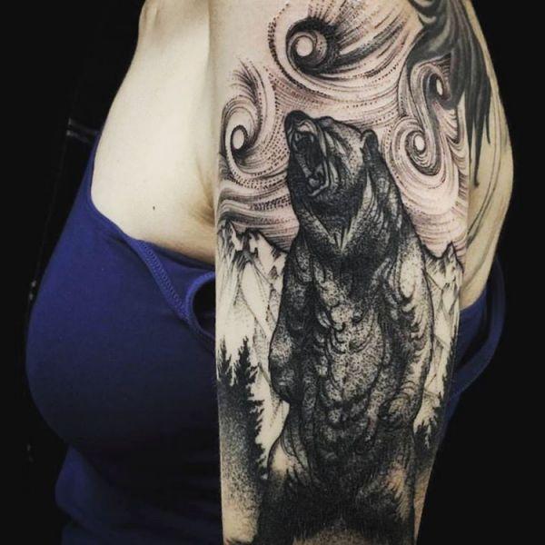 Abstract Grizzlybär Tattoo auf dem Arm