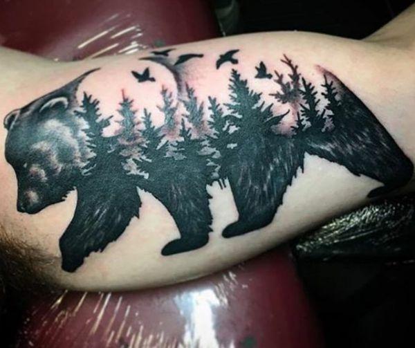 Abstract Bär Design mit Wald auf dem Arm