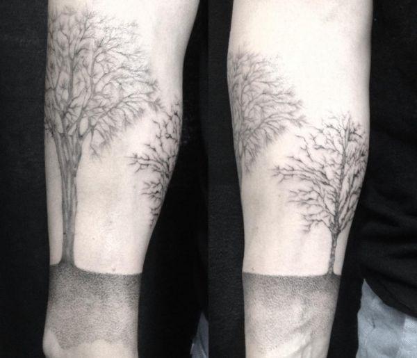 Ulmen Baum Tattoo am Unterarm