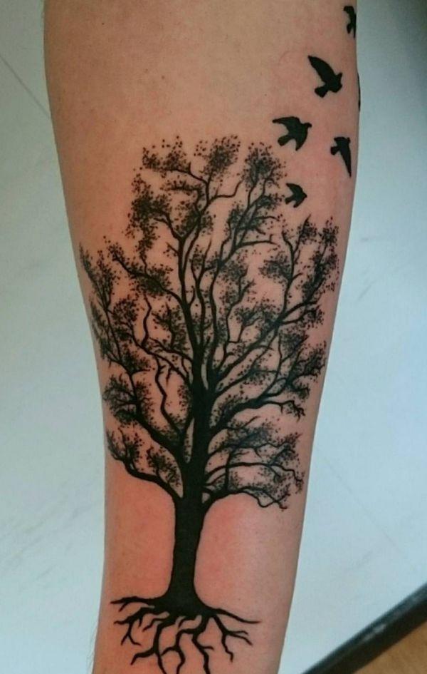 Baum Design mit Vögel am Unterarm