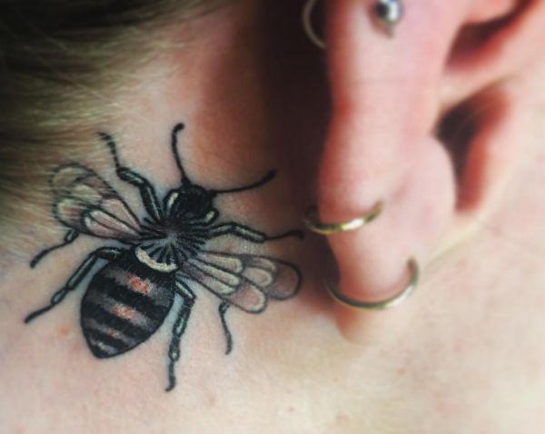 Bienen hinter dem Ohr