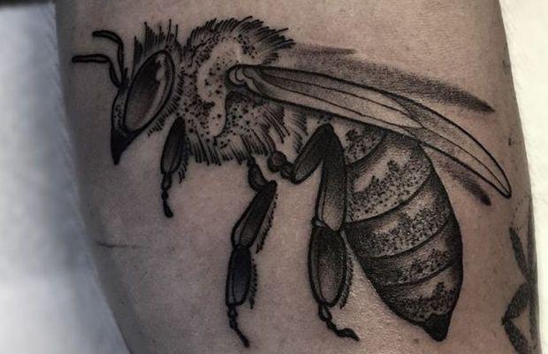 Bienen Tattoo Schwarz und Weiß