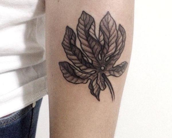 Blätt Tattoo auf dem Arm