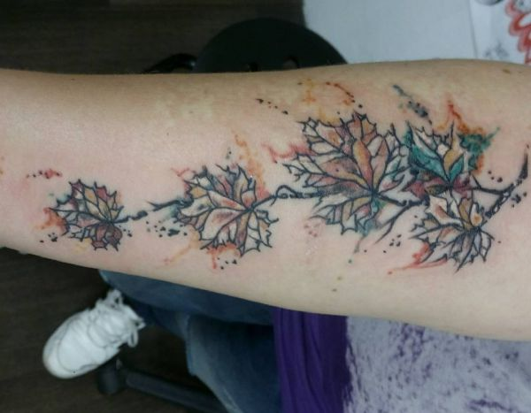 Wasserfarben Efeu Tattoo Design am Unterarm