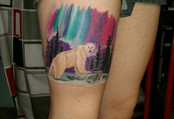 Bunte Eisbär Tattoo Design am Oberschenkel