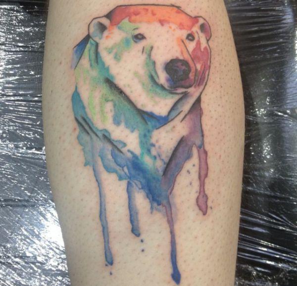 Aquarell Eisbär Tattoo Design am Unterschenkel