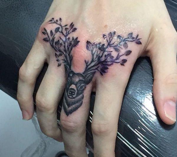 Elch Zweige des Baumes Design auf Finger