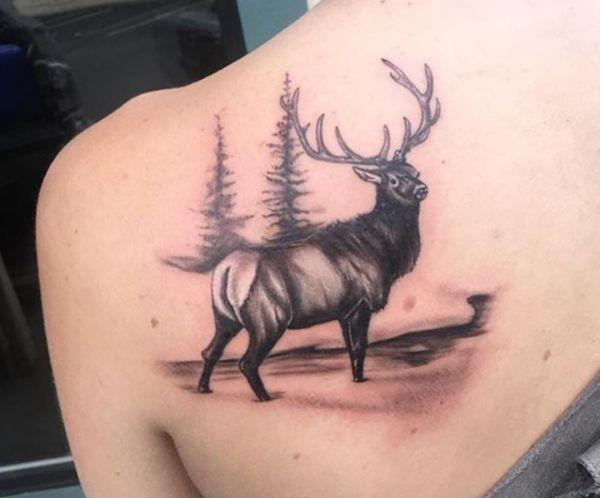 Tattoo Elch Design Schwarz am Rücken