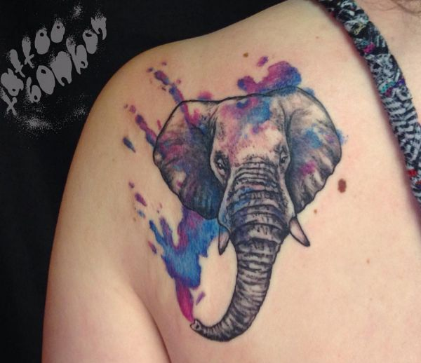 Aquarell Elefanten Design am Schulterblatt