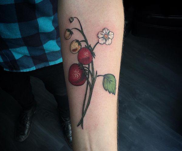 Erdbeere Design am Unterarm