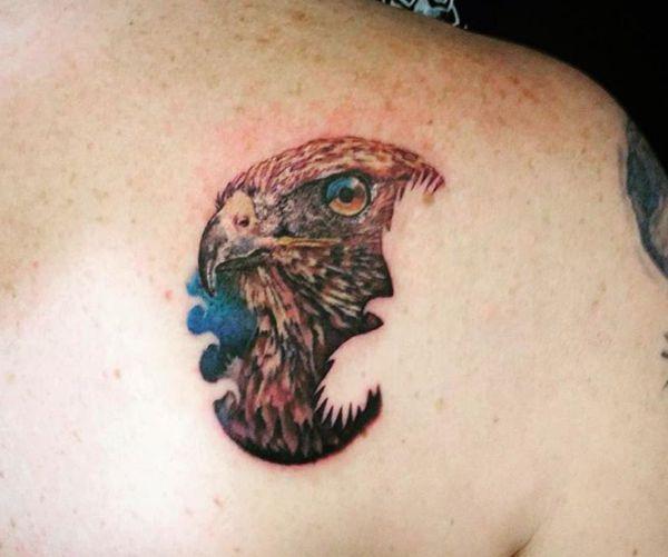 Falken Tattoos Ideen am Rücken