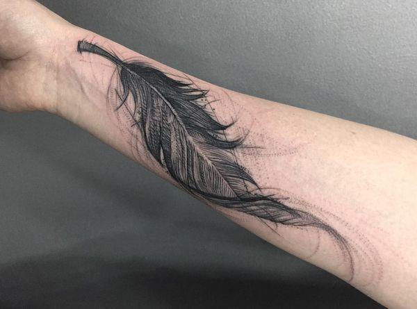 Feder Tattoo am Unterarm Innerseite