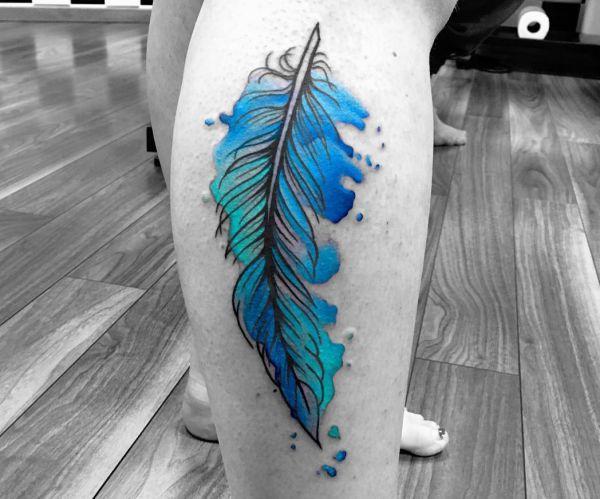 Aquarell Feder Tattoo für das Bein