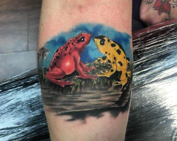 Zwei Frosch Design am Unterarm rot und gelb
