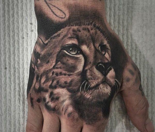 Gepard Realistisch auf Hand Schwarz